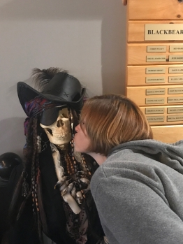Martha kissing a pirate